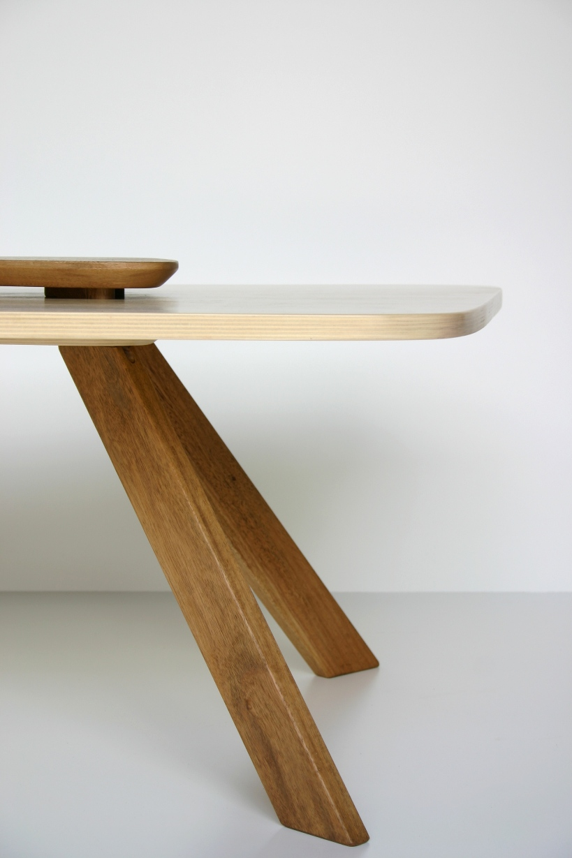 Katri coffee table