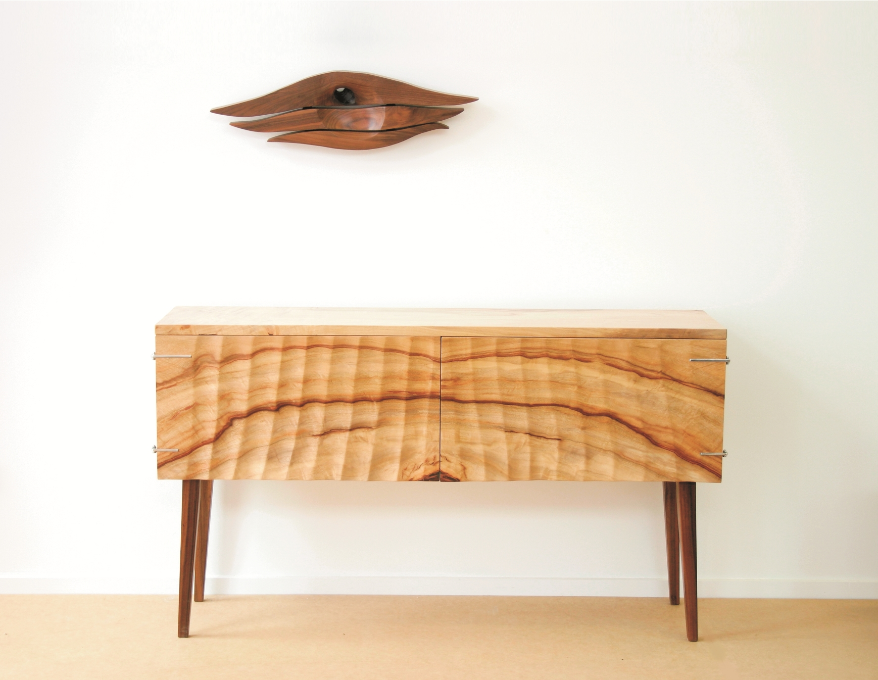 Sheer cabinet
